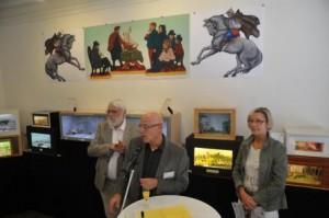 Herr Ladage eröffnet die Ausstellung